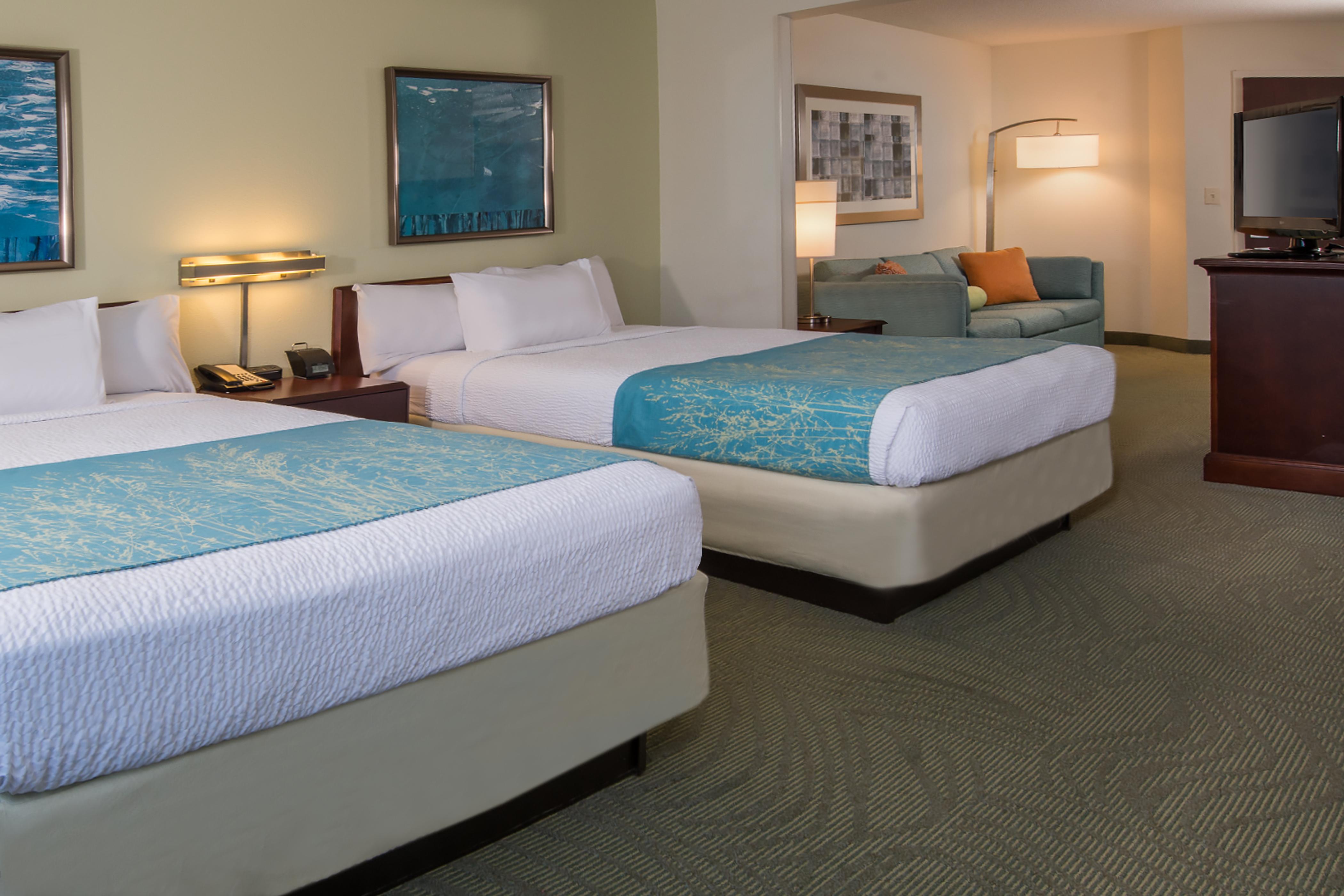 https://www.hotelsbyday.com/_data/default-hotel_image/2/12236/rdush-087-exec-dd-suite.png