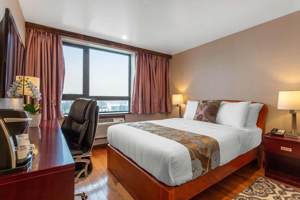 https://www.hotelsbyday.com/_data/default-hotel_image/2/12521/179099781.jpg