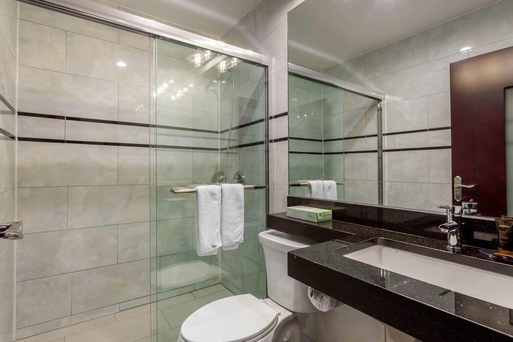 https://www.hotelsbyday.com/_data/default-hotel_image/2/12522/179099809.jpg