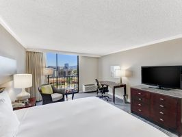 Hotel Hilton Irvine - Orange County Airport image
