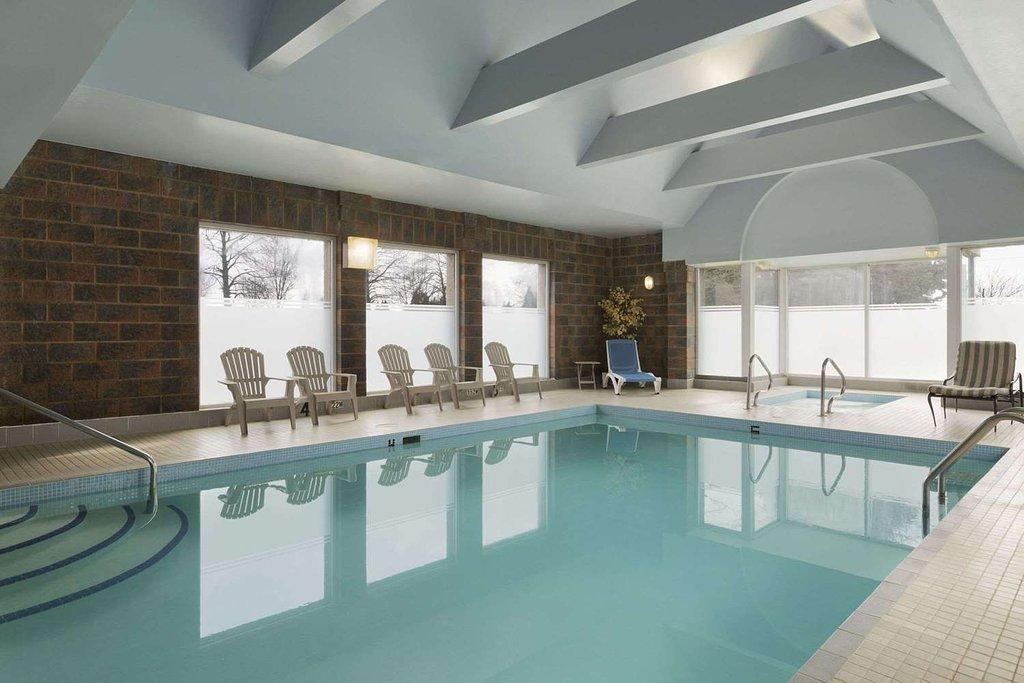 https://www.hotelsbyday.com/_data/default-hotel_image/2/12909/pool.jpg
