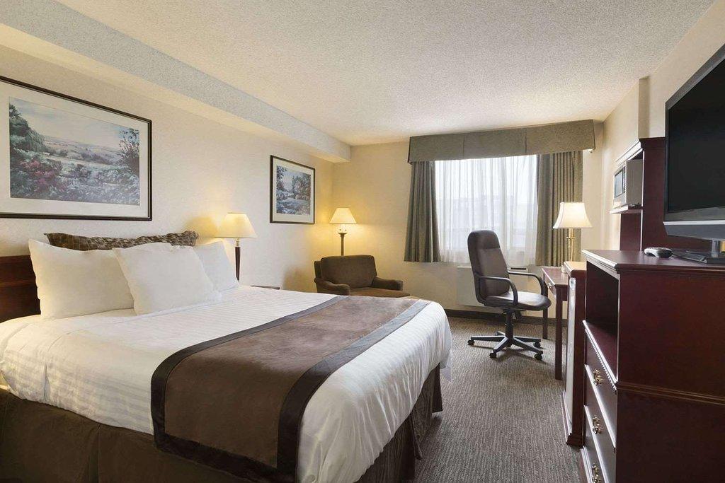 https://www.hotelsbyday.com/_data/default-hotel_image/2/12910/queen-room.jpg