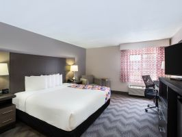 Hotel LaQuinta Inn And Suites Goodlettsville/Nashville image