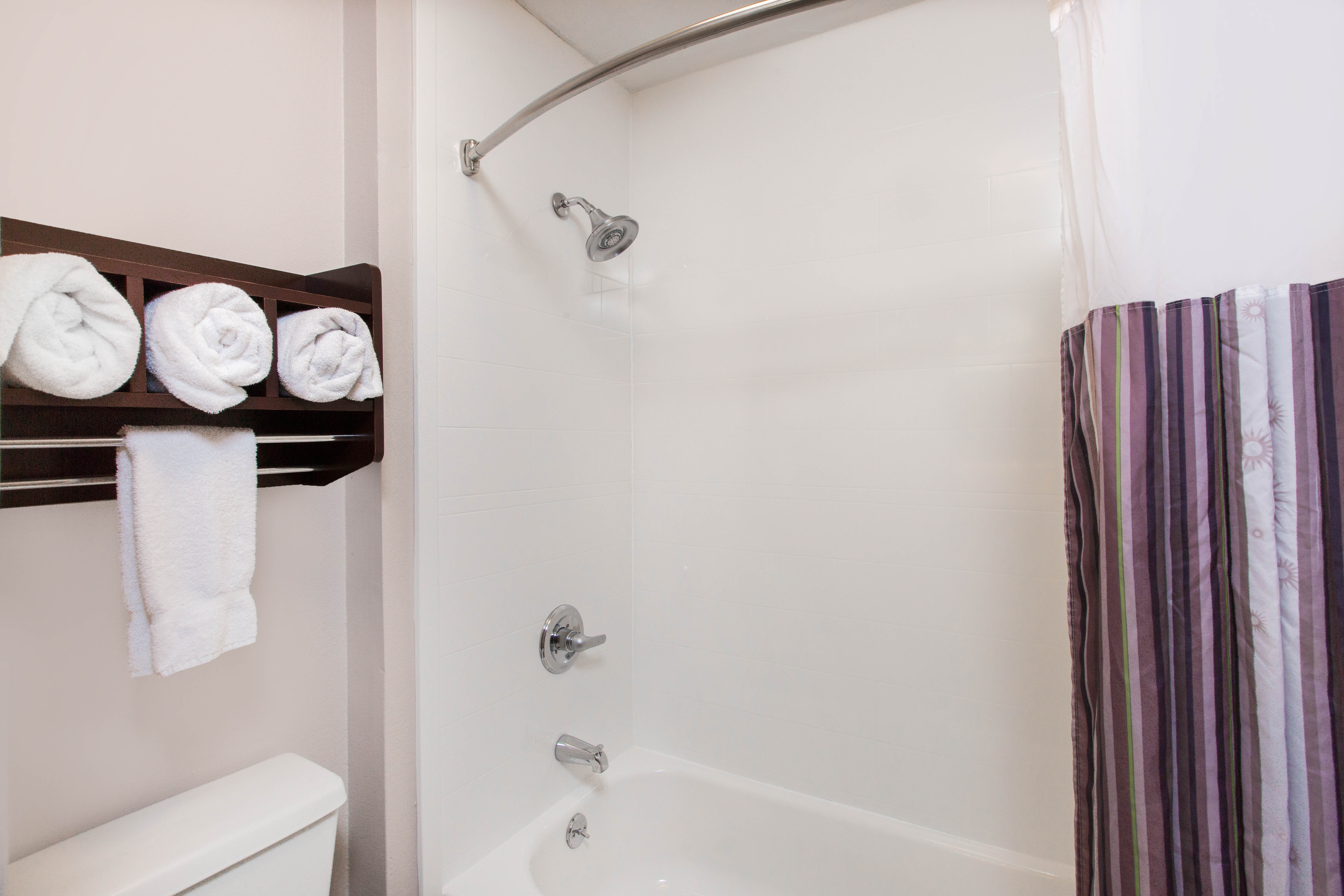 https://www.hotelsbyday.com/_data/default-hotel_image/2/12918/standardbathroom2.jpg