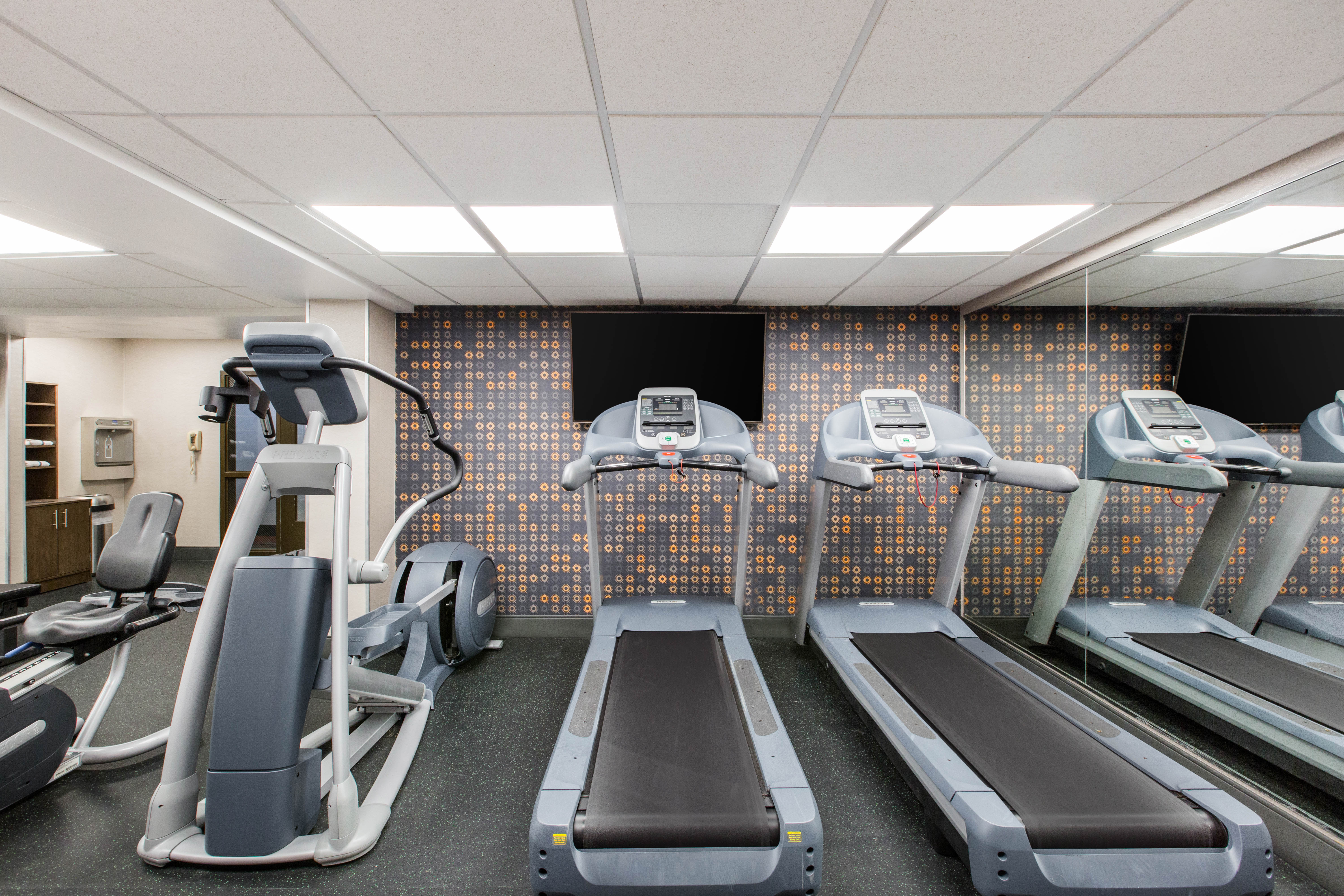 https://www.hotelsbyday.com/_data/default-hotel_image/2/12927/fitnesscenter2.jpg