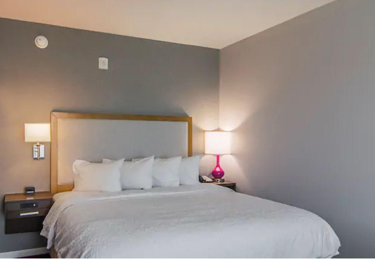 https://www.hotelsbyday.com/_data/default-hotel_image/2/12953/1.jpg