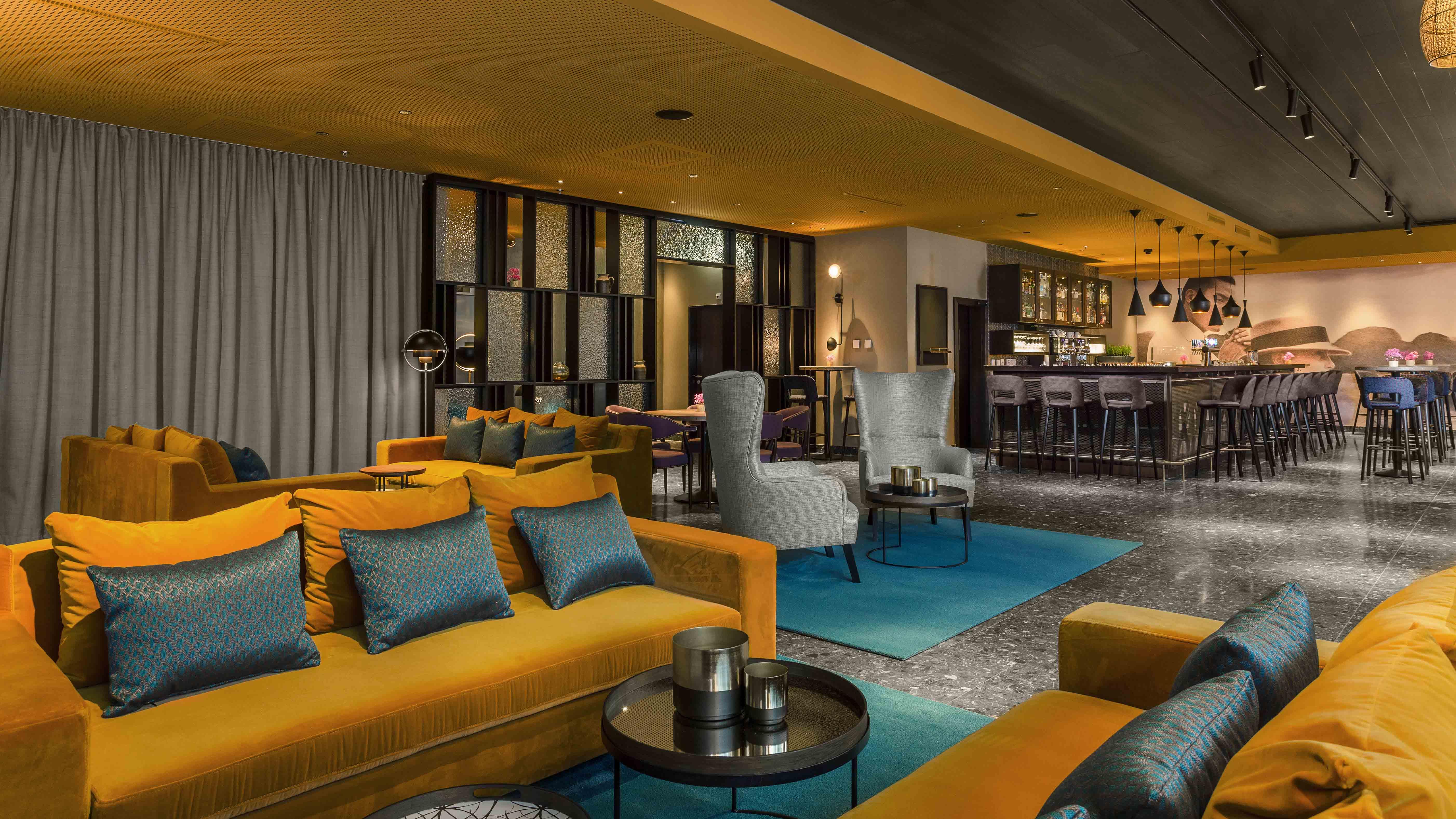 https://www.hotelsbyday.com/_data/default-hotel_image/2/12989/l-amant-bar-loung.jpg
