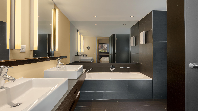 https://www.hotelsbyday.com/_data/default-hotel_image/2/12996/zrhfp-suite-bath-room.jpg