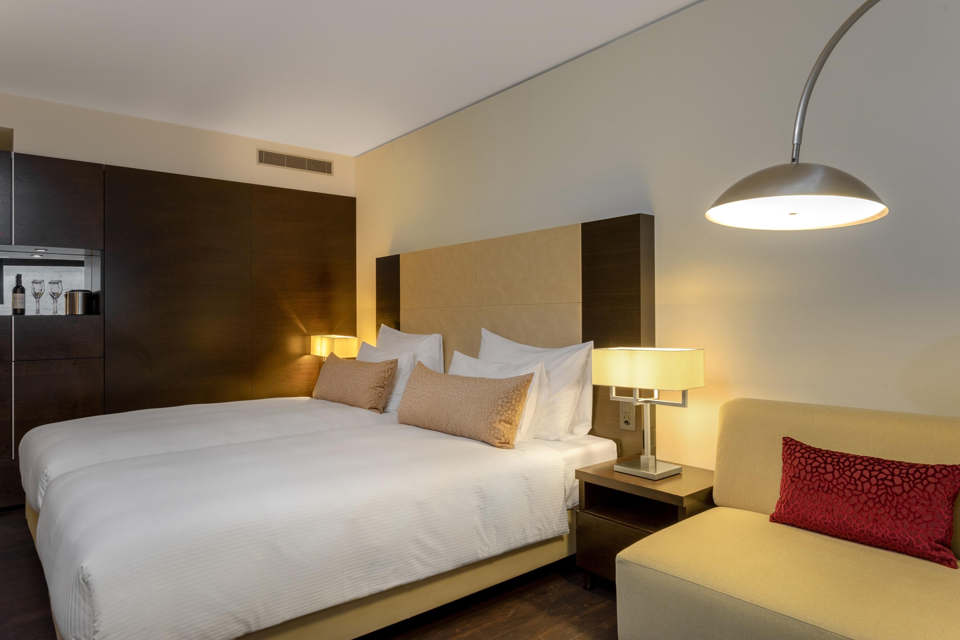 https://www.hotelsbyday.com/_data/default-hotel_image/2/12997/zrhfp-twin.jpg