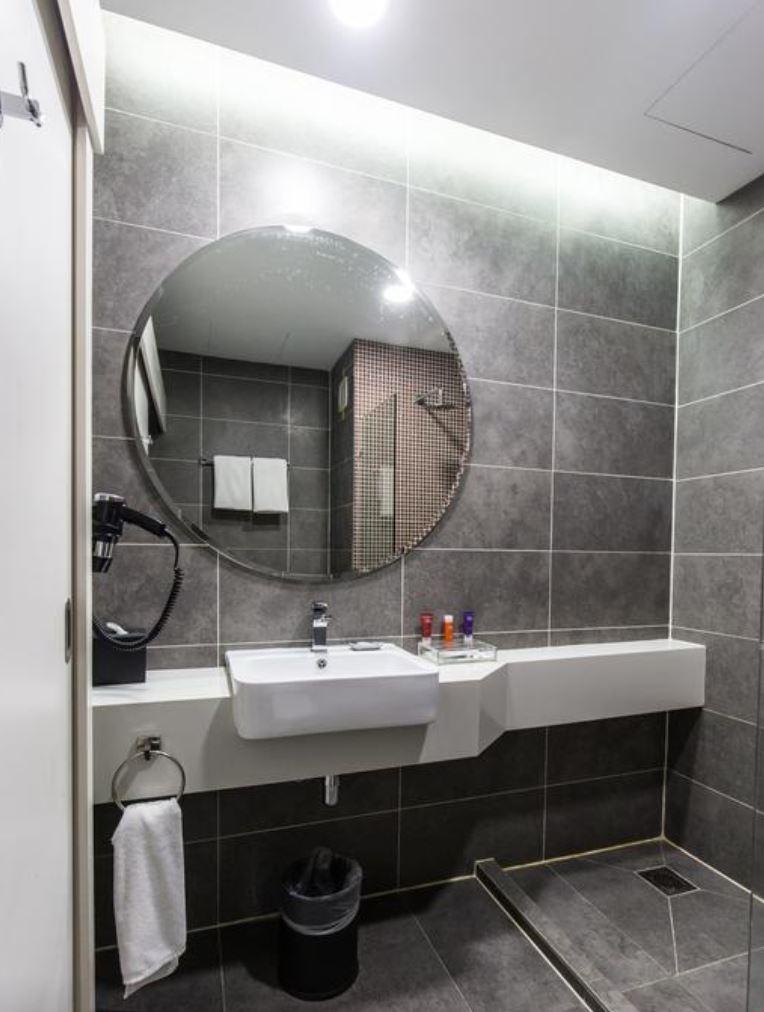 https://www.hotelsbyday.com/_data/default-hotel_image/2/13037/4.jpg