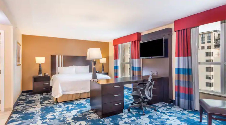 https://www.hotelsbyday.com/_data/default-hotel_image/2/13081/2.jpg