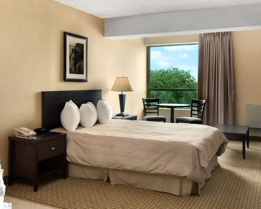 https://www.hotelsbyday.com/_data/default-hotel_image/2/13237/lundys-3.jpg