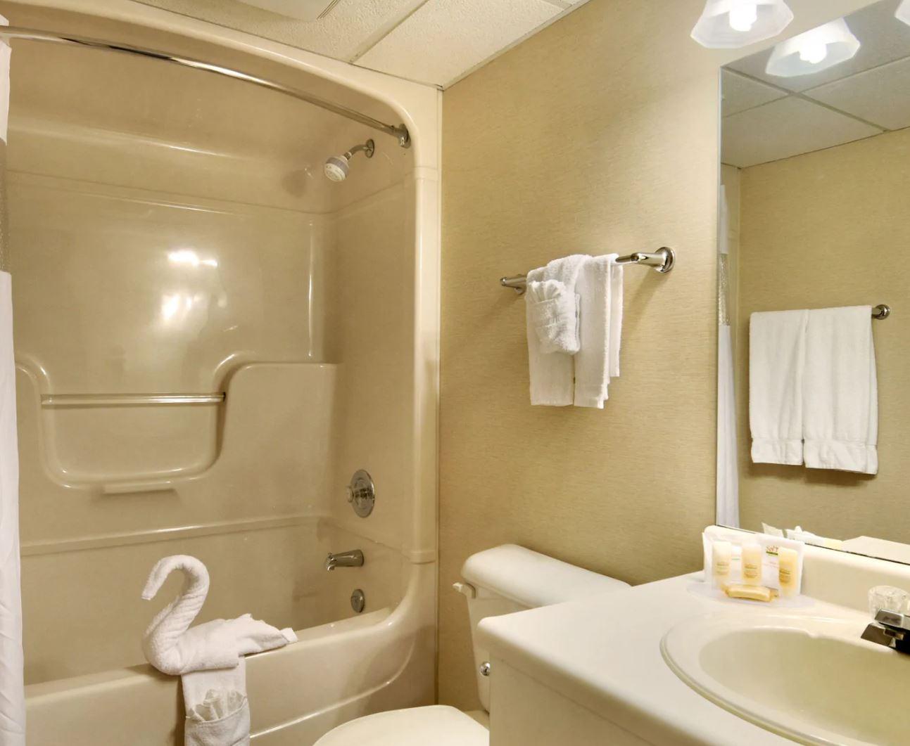 https://www.hotelsbyday.com/_data/default-hotel_image/2/13238/lundys-2.jpg