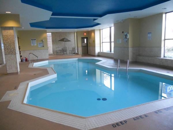 https://www.hotelsbyday.com/_data/default-hotel_image/2/13264/new-pool.jpg