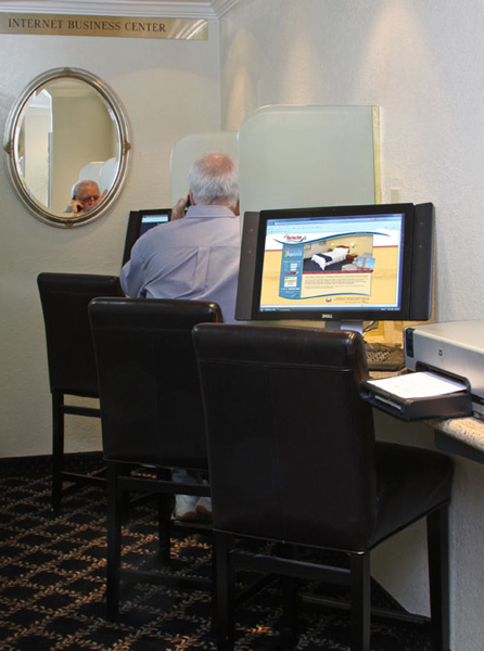 https://www.hotelsbyday.com/_data/default-hotel_image/2/13379/business-center.jpg