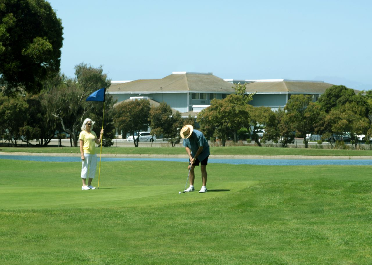 https://www.hotelsbyday.com/_data/default-hotel_image/2/13383/golf-course-hotel-2.jpg
