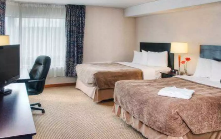 https://www.hotelsbyday.com/_data/default-hotel_image/2/13403/quality-hotel-canada.png