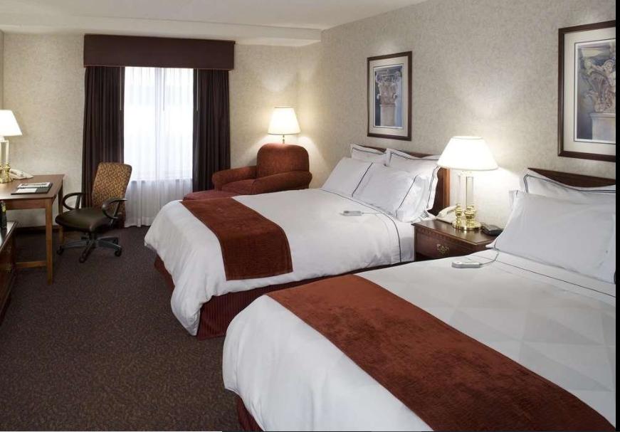 https://www.hotelsbyday.com/_data/default-hotel_image/2/13441/radisson-quad-city-plaza-bed.png