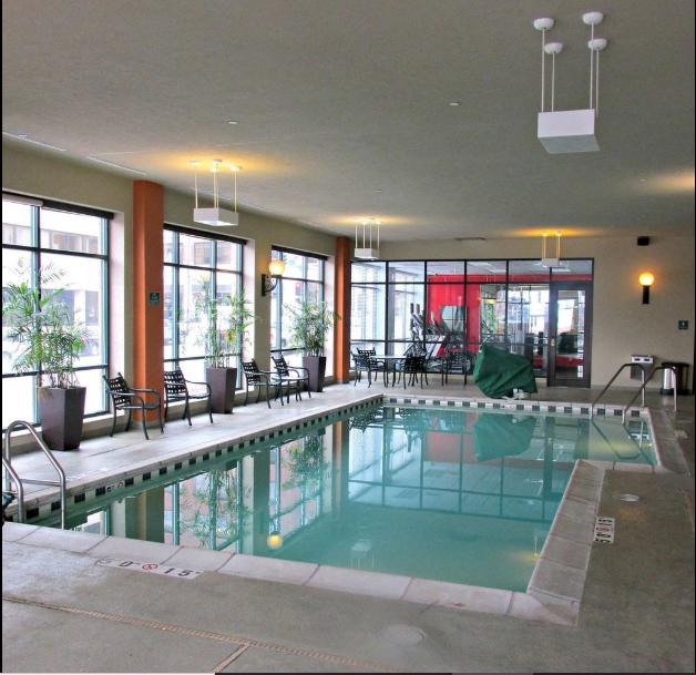 https://www.hotelsbyday.com/_data/default-hotel_image/2/13442/radisson-quad-city-plaza.png