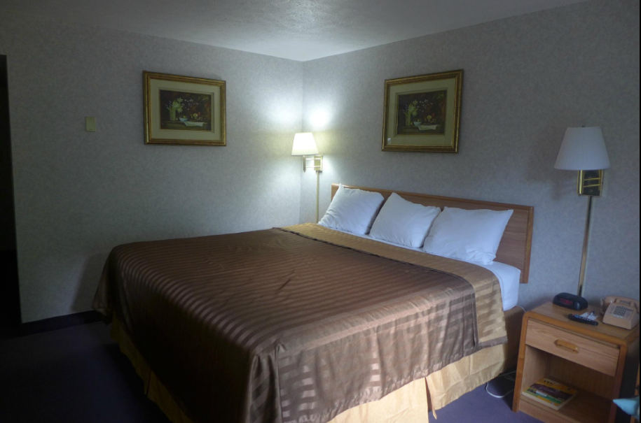 https://www.hotelsbyday.com/_data/default-hotel_image/2/13513/travelodge-by-wyndham-bloomington-4.png