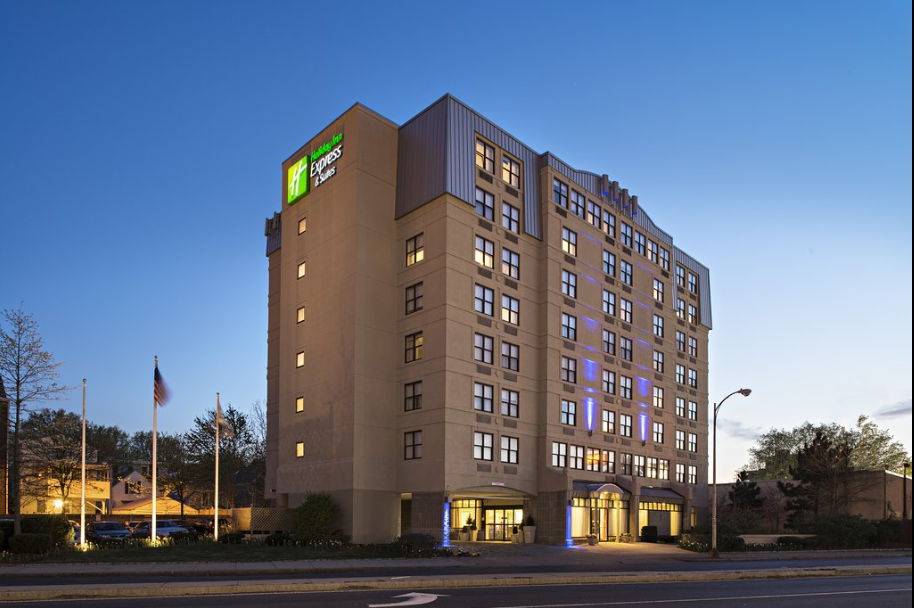 https://www.hotelsbyday.com/_data/default-hotel_image/2/13545/holiday-inn-express-n-suites.png