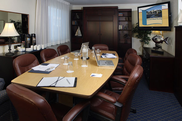 https://www.hotelsbyday.com/_data/default-hotel_image/2/13673/boardroom.jpg