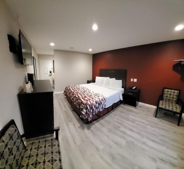 https://www.hotelsbyday.com/_data/default-hotel_image/2/13677/king-2.jpg