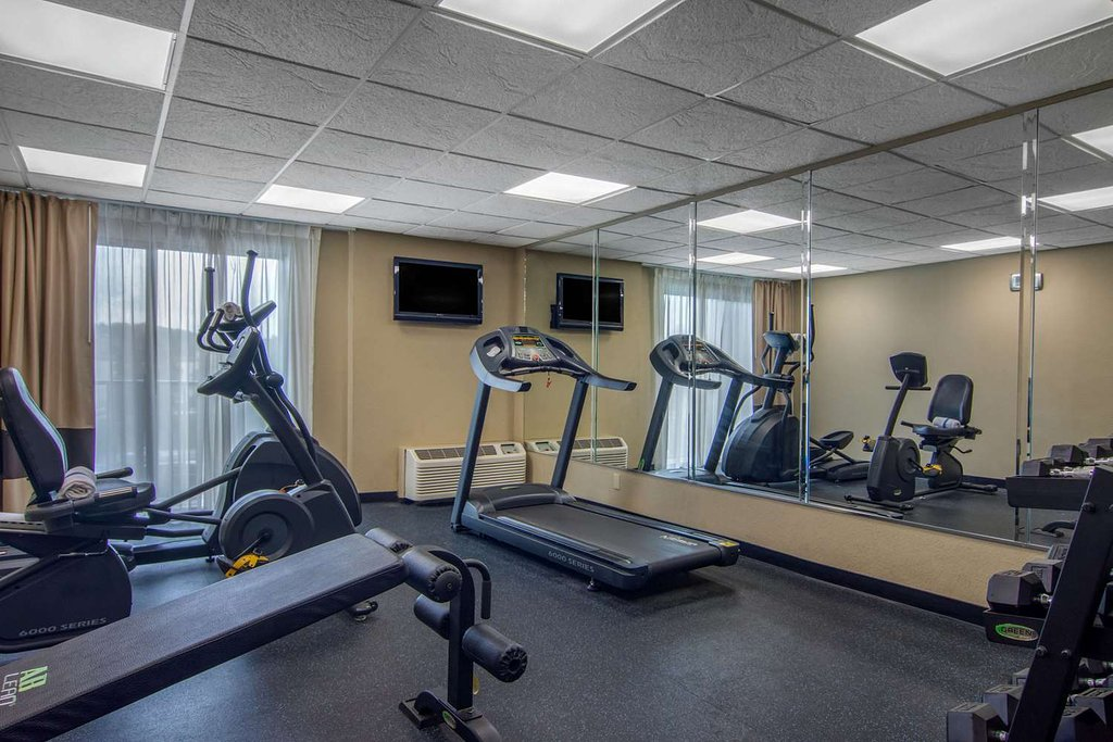 https://www.hotelsbyday.com/_data/default-hotel_image/2/13686/fitness-center-1.jpg