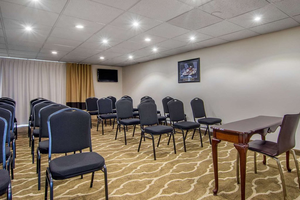 https://www.hotelsbyday.com/_data/default-hotel_image/2/13688/meeting-room.jpg