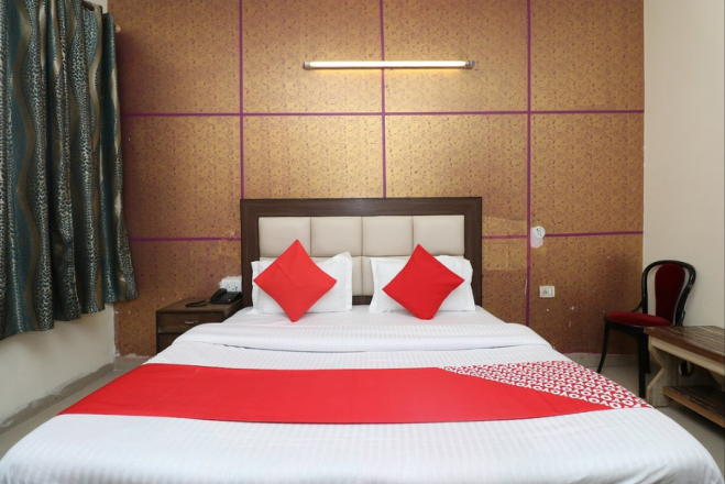https://www.hotelsbyday.com/_data/default-hotel_image/2/13692/india-hotel_659x440_auto.png