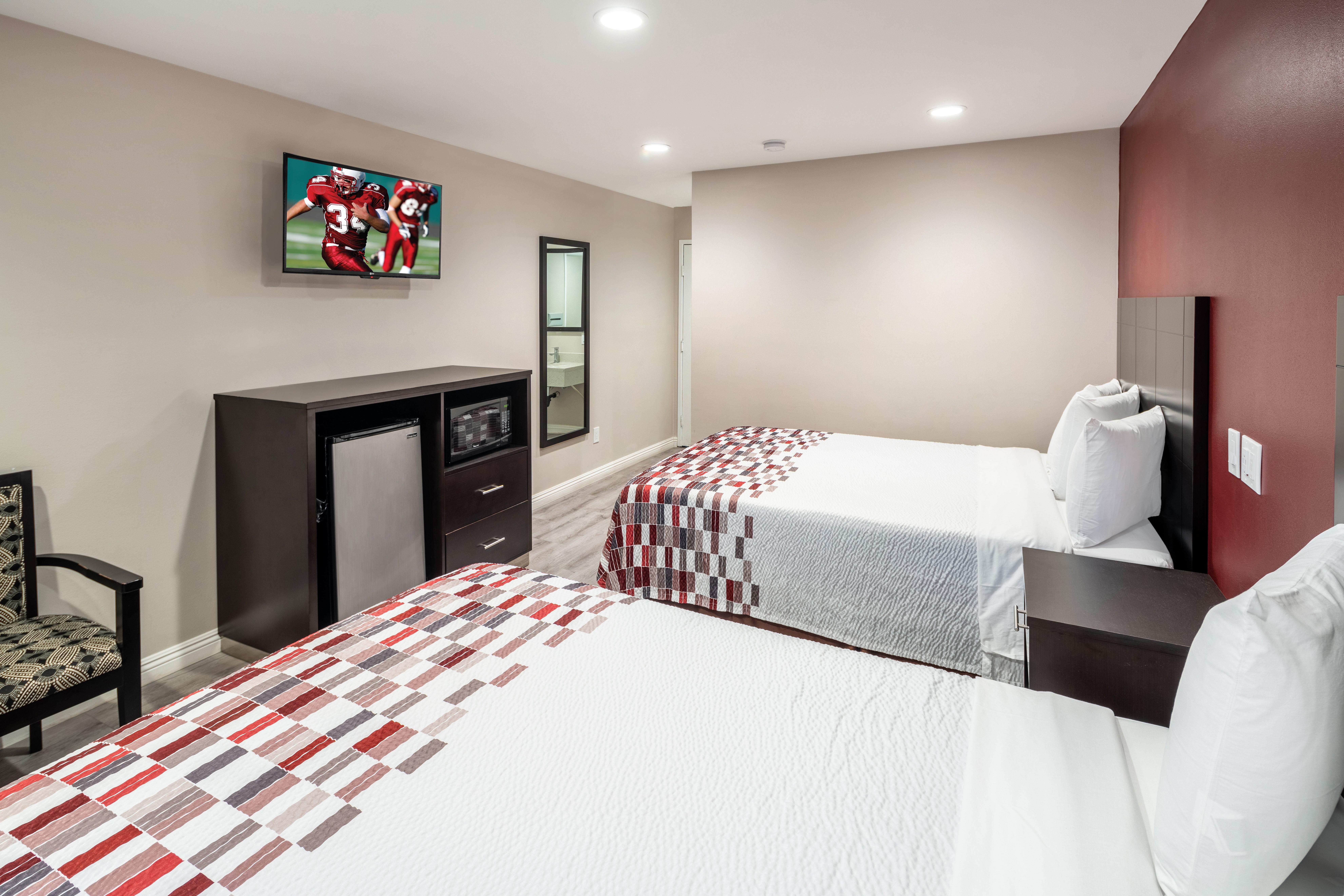 https://www.hotelsbyday.com/_data/default-hotel_image/2/13712/rri1073-doublequeen-01-2.jpg