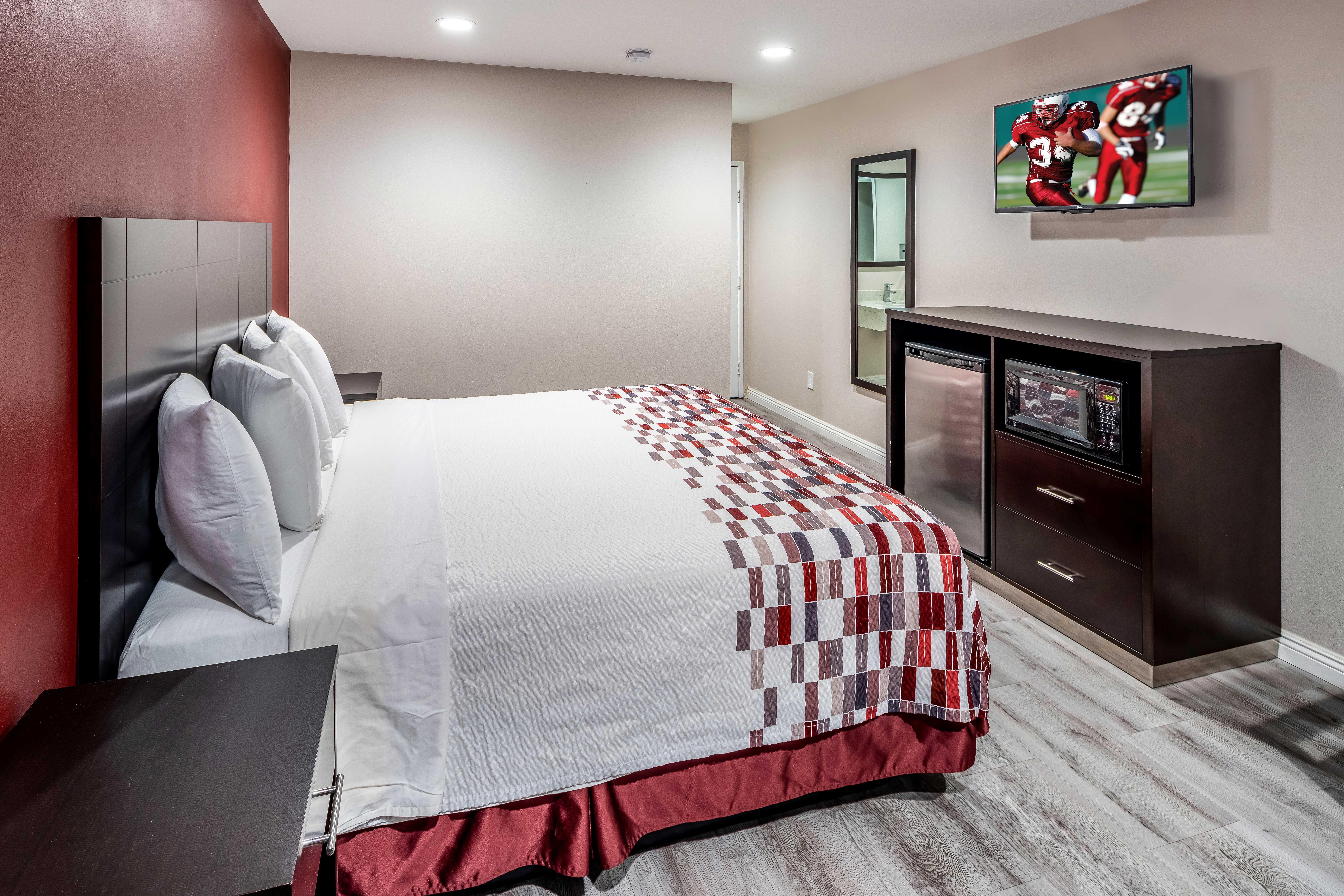 https://www.hotelsbyday.com/_data/default-hotel_image/2/13716/rri1073-king-02.jpg