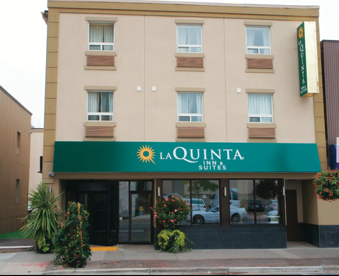 https://www.hotelsbyday.com/_data/default-hotel_image/2/13733/la-quinta-inn-and-suite.png