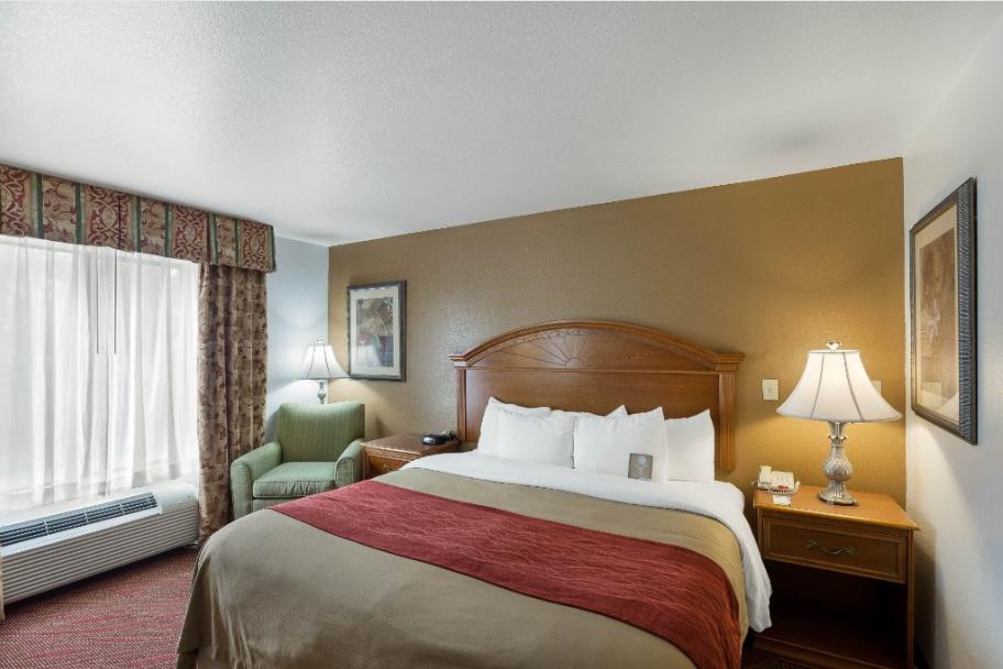 https://www.hotelsbyday.com/_data/default-hotel_image/2/13814/comfort-inn.png