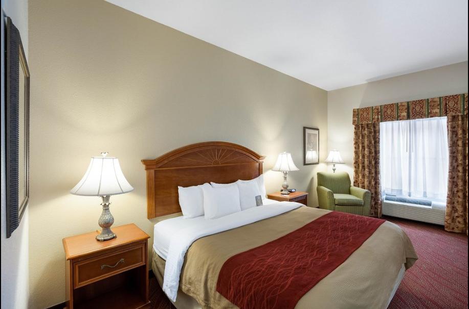 https://www.hotelsbyday.com/_data/default-hotel_image/2/13815/comm-inn.png