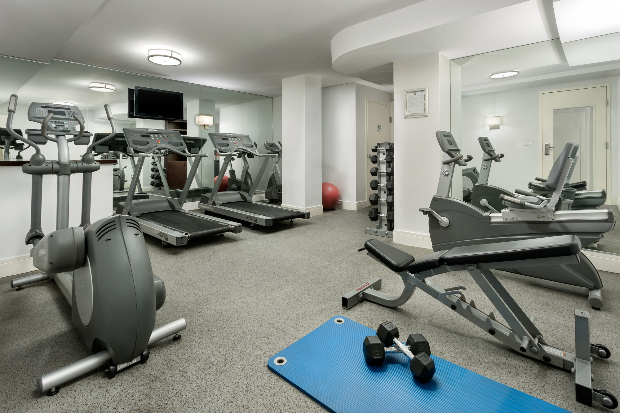 https://www.hotelsbyday.com/_data/default-hotel_image/2/13907/hotel-mela-fitness-center.jpg