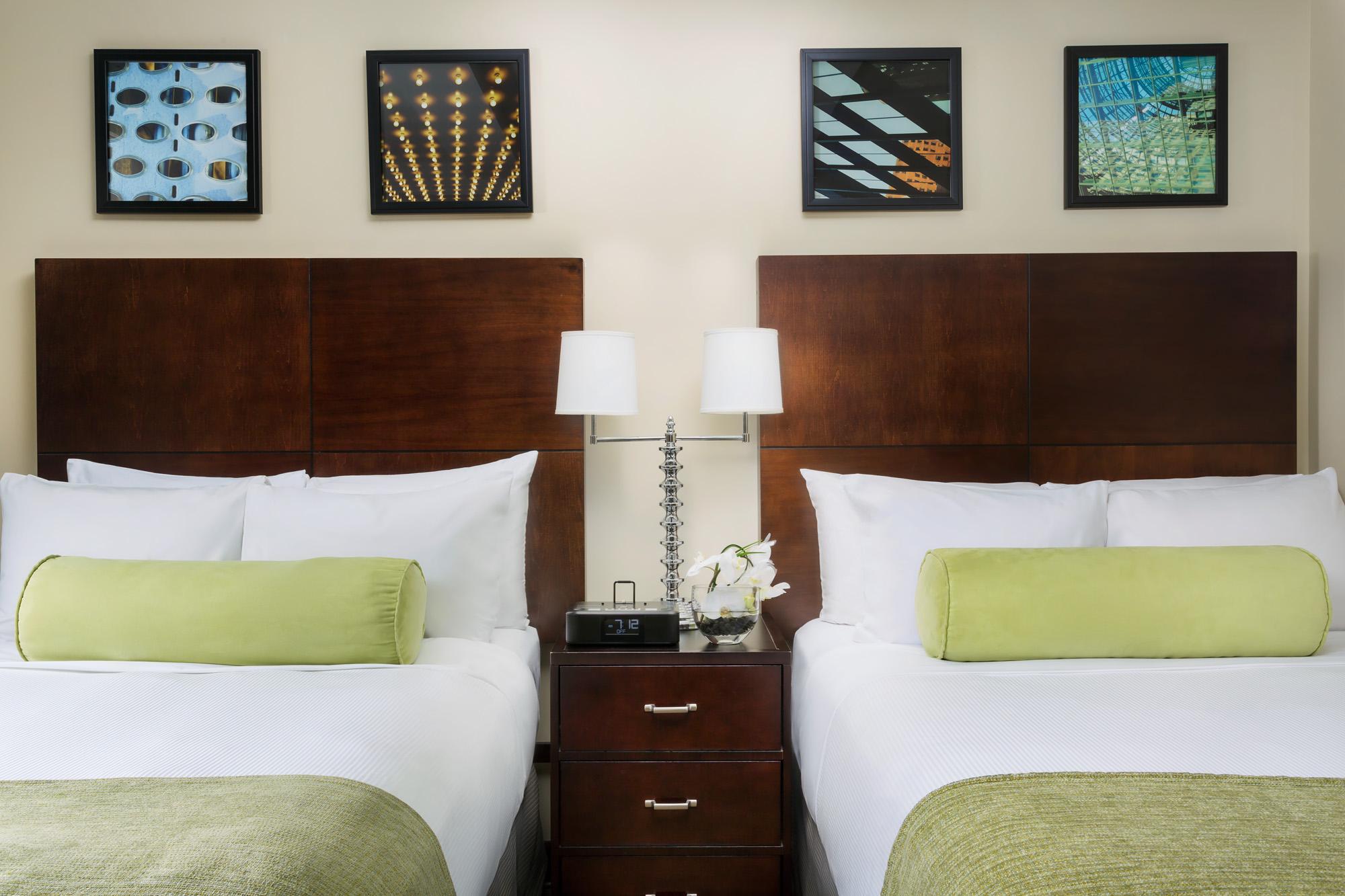 https://www.hotelsbyday.com/_data/default-hotel_image/2/13914/hm-guestroom-dd3.jpg