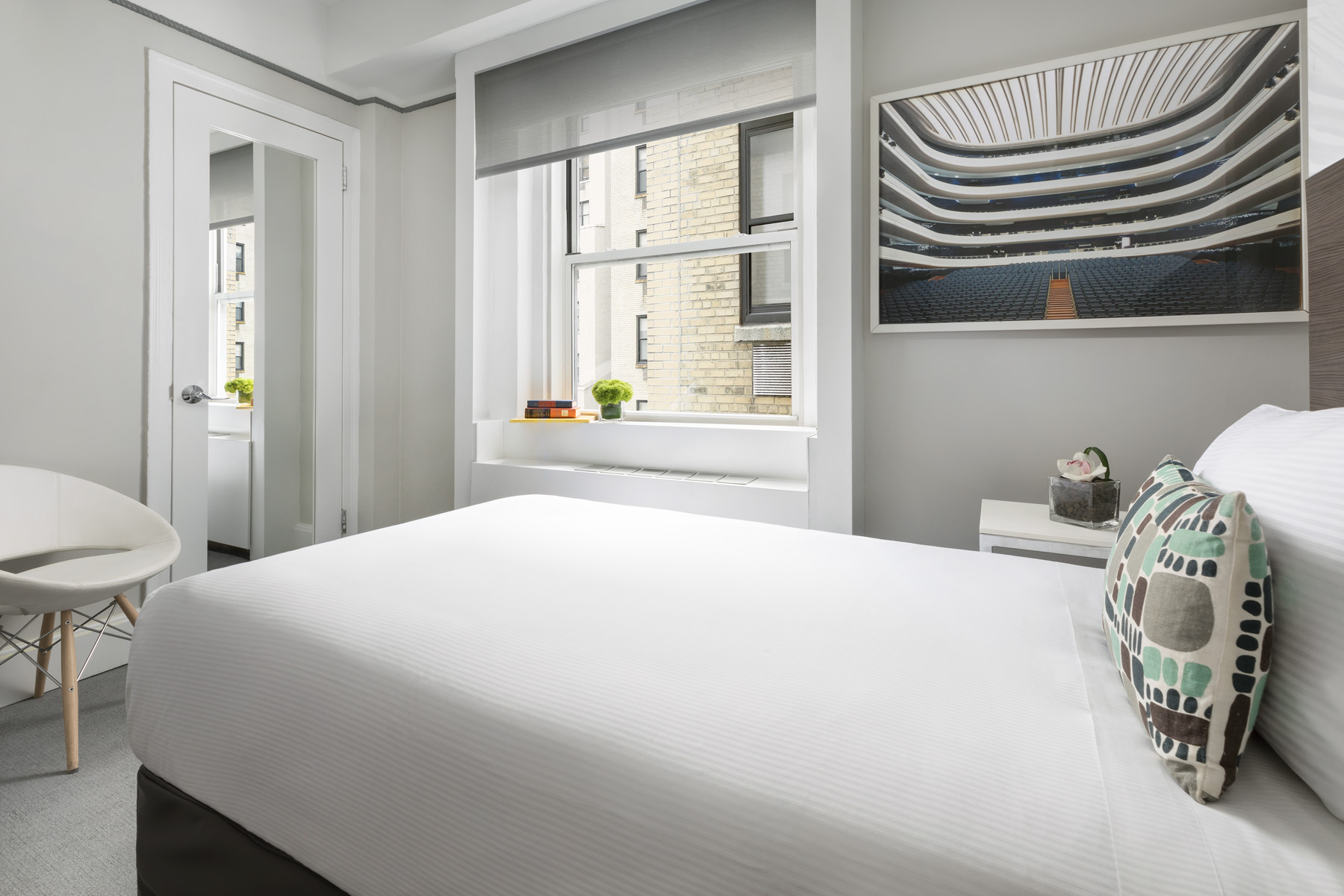 https://www.hotelsbyday.com/_data/default-hotel_image/2/13921/broadway-petite-2.jpg
