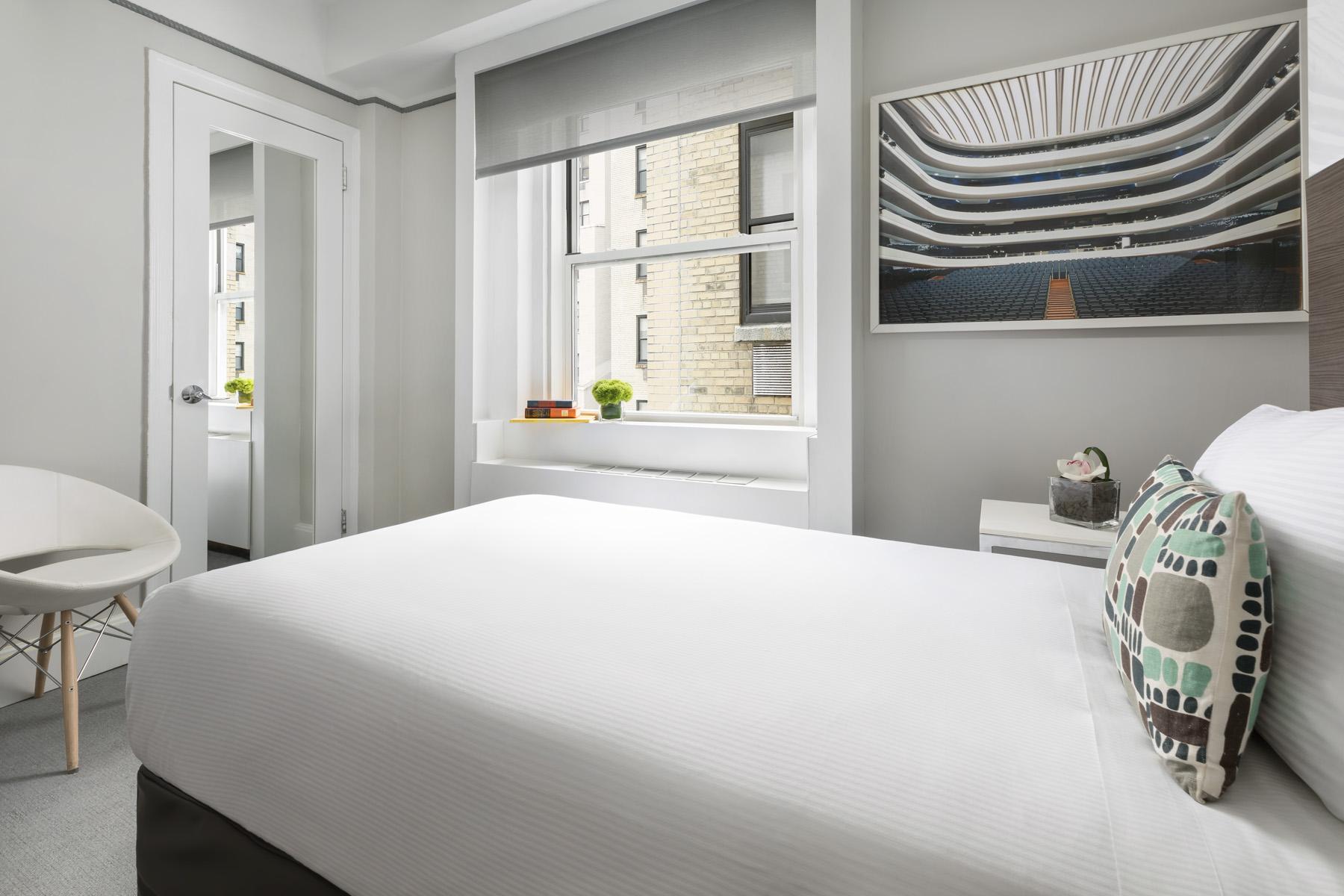 https://www.hotelsbyday.com/_data/default-hotel_image/2/13921/broadway-petite-2.jpg