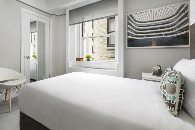 https://www.hotelsbyday.com/_data/default-hotel_image/2/13921/broadway-petite-2_659x440_auto.jpg