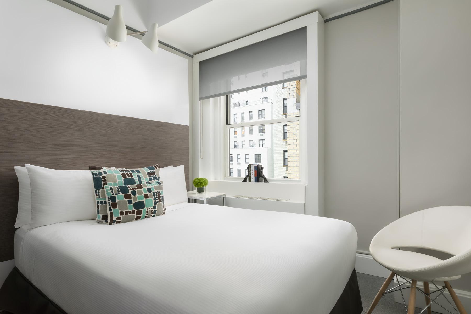 https://www.hotelsbyday.com/_data/default-hotel_image/2/13922/paramount-broadway-classic.jpg