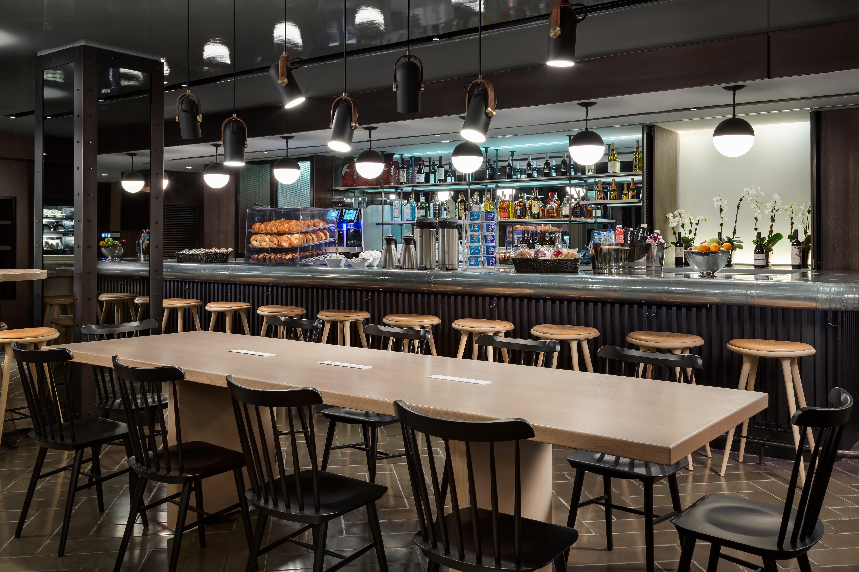 https://www.hotelsbyday.com/_data/default-hotel_image/2/13926/paramount-cafe-and-bar.jpg
