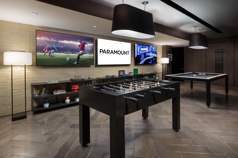 https://www.hotelsbyday.com/_data/default-hotel_image/2/13927/paramount-game-section.jpg