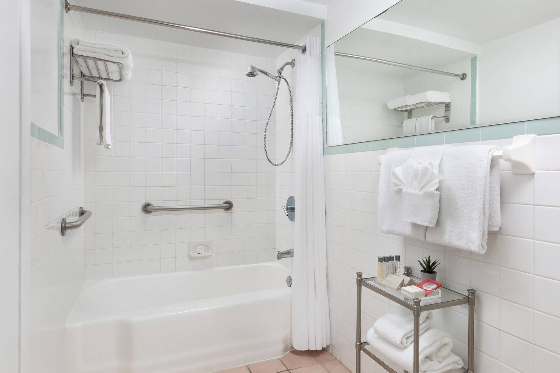 https://www.hotelsbyday.com/_data/default-hotel_image/2/13953/south-seas-bath-ada-sm.jpg