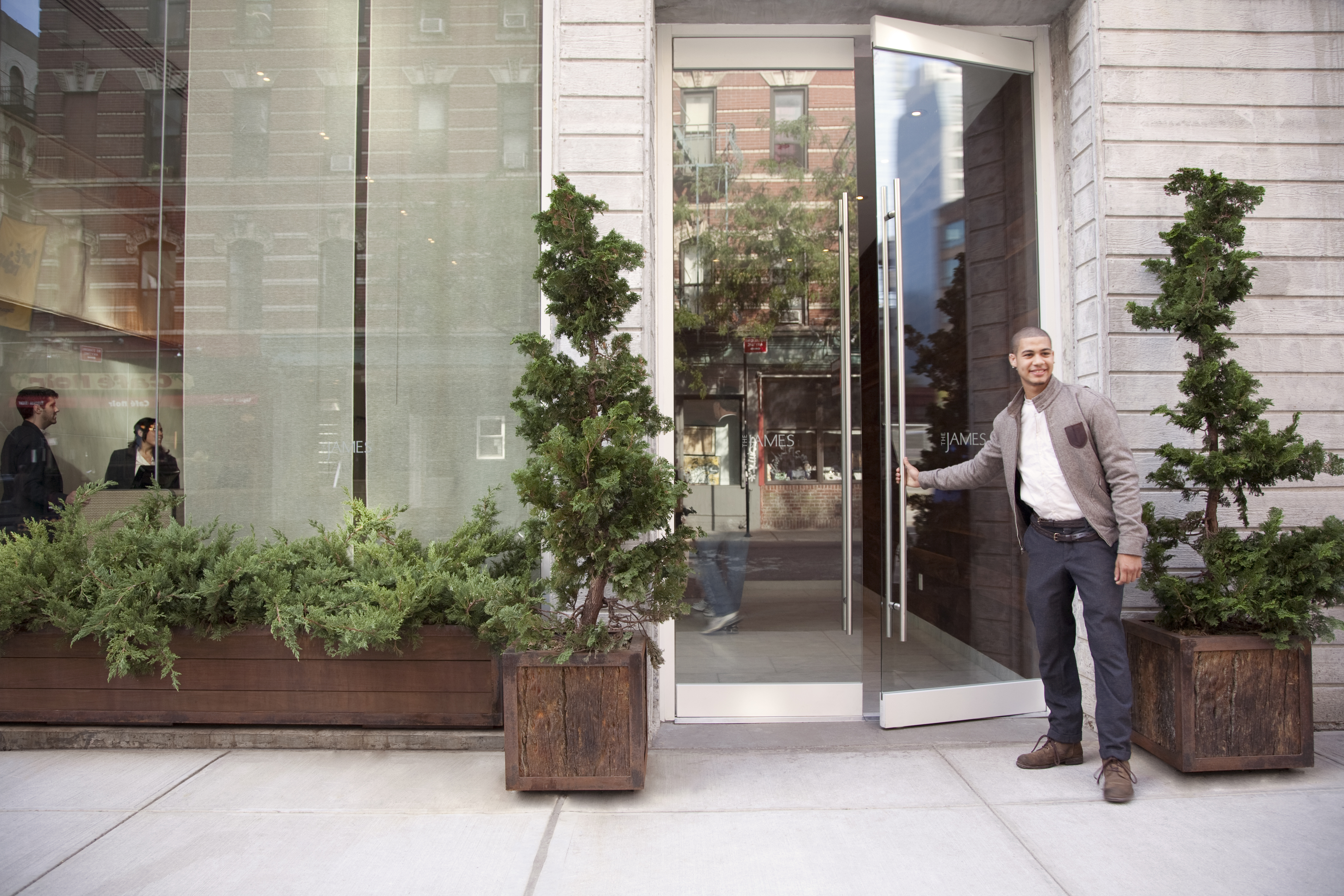 https://www.hotelsbyday.com/_data/default-hotel_image/2/13964/james-soho-entrance-1.jpg