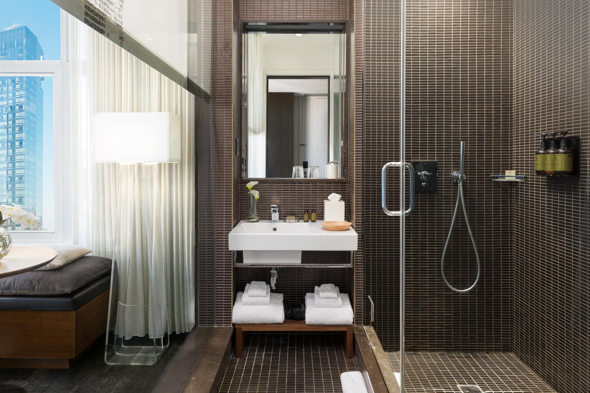 https://www.hotelsbyday.com/_data/default-hotel_image/2/13968/james-bath.jpg