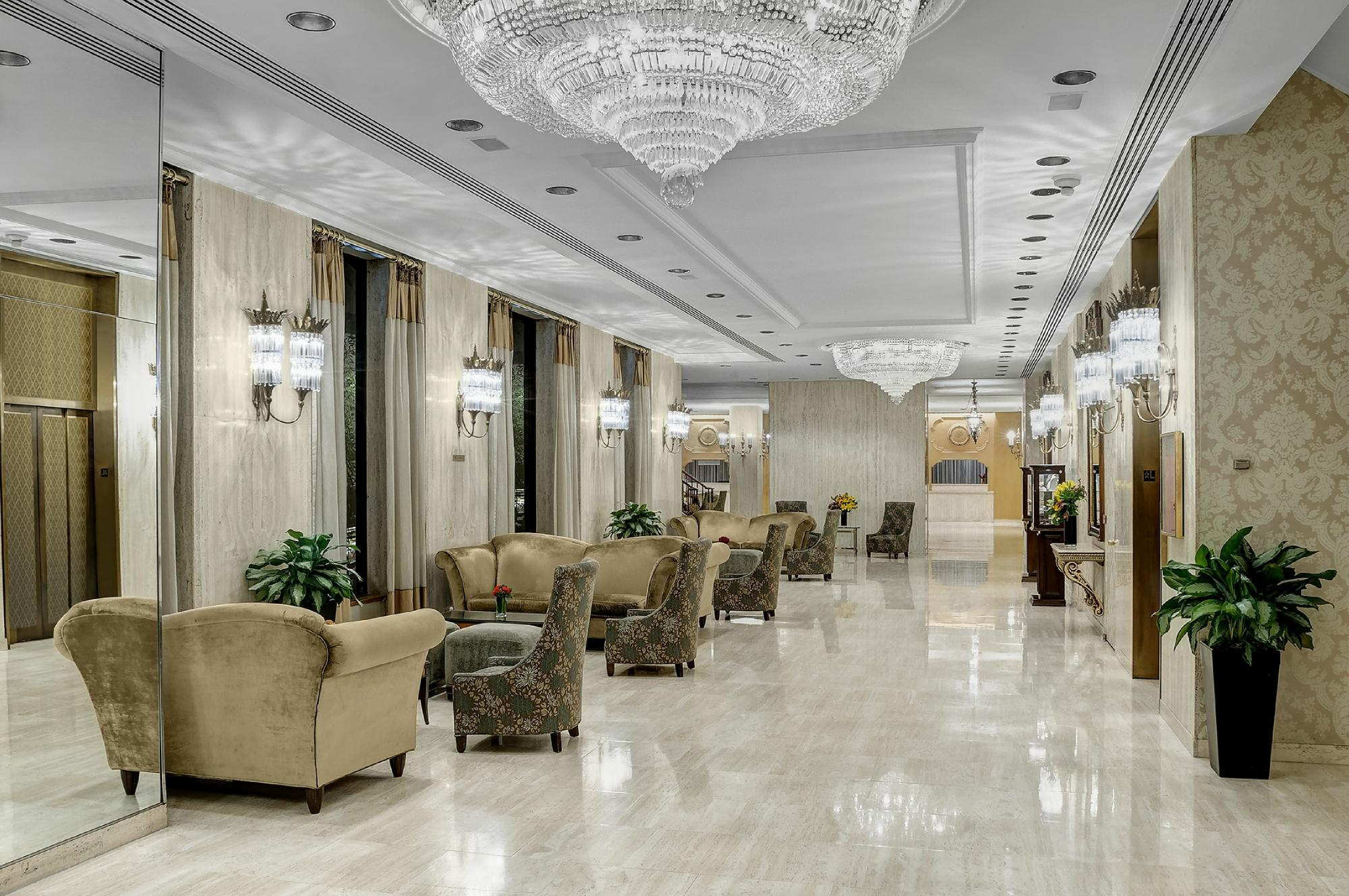 https://www.hotelsbyday.com/_data/default-hotel_image/2/14761/park-lane-hotel-2.jpg