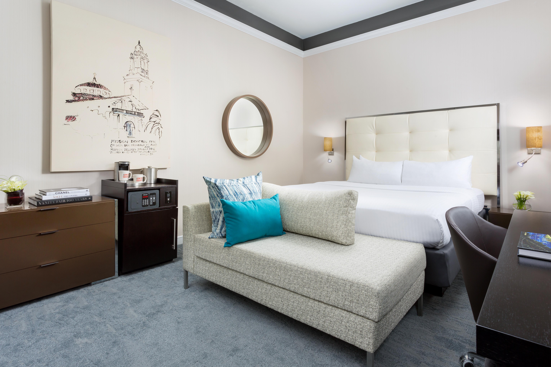 https://www.hotelsbyday.com/_data/default-hotel_image/2/14785/hus-premium-king-3-410.jpg
