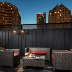 https://www.hotelsbyday.com/_data/default-hotel_image/2/14799/hus-cable-car-terrace-night-0.jpg