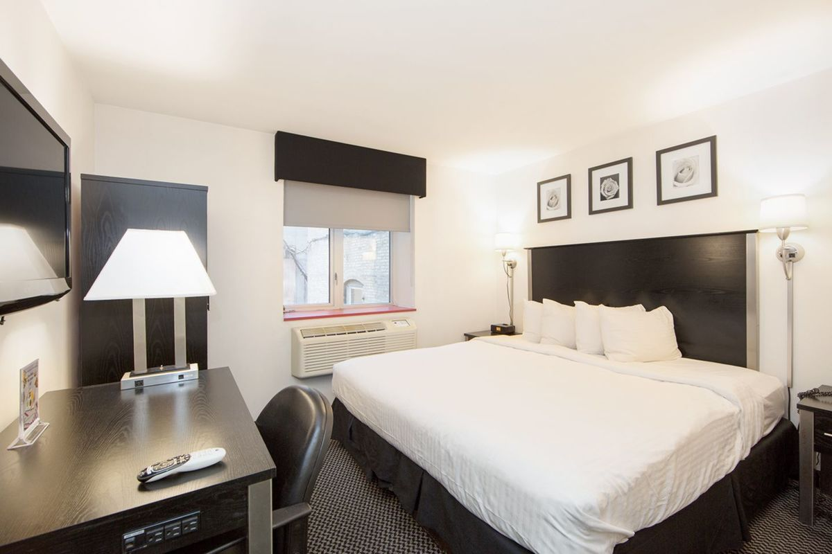 https://www.hotelsbyday.com/_data/default-hotel_image/2/14800/large-554a5366.jpg
